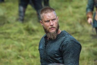 King Ragnar (Travis Fimmel)