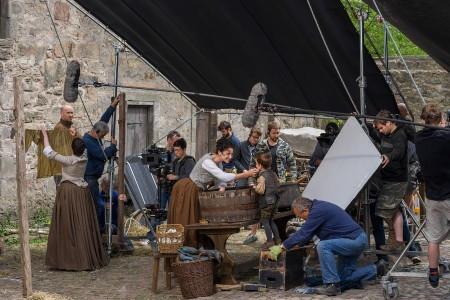 Outlander+Season+1B_BTS_Claire+Randall+(Caitriona+Balfe)