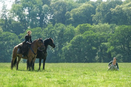 Outlander+Season+1B_Claire+Jenny+horse