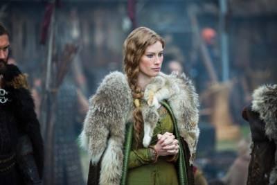 vikings Queen Aslaug (Alyssa Sutherland)