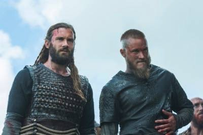 Rollo (Clive Standen) and Ragnar (Travis FImmel)