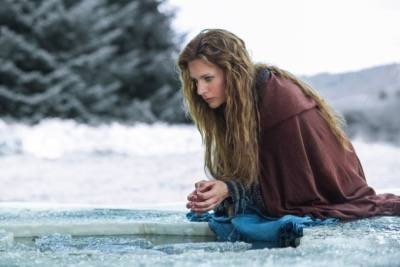 SIGGY (JESSALYN GILSIG) vikings episode 4