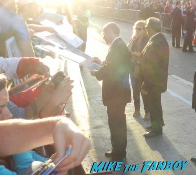 james spader signing autographs Avengers: Age of ultron world premiere photos signing autographs 17