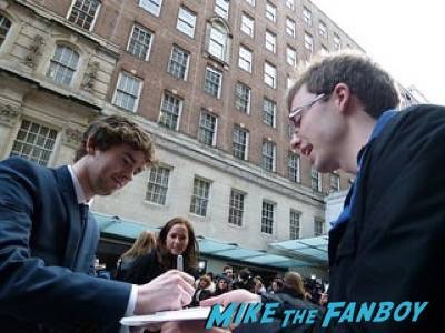 freddie highmore Empire Awards Red Carpet Signing autographs henry Cavill simon pegg 12