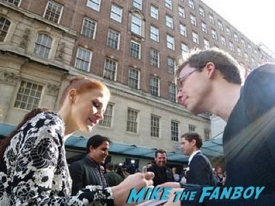 Jessica Chastain Empire Awards Red Carpet Signing autographs henry Cavill simon pegg 6