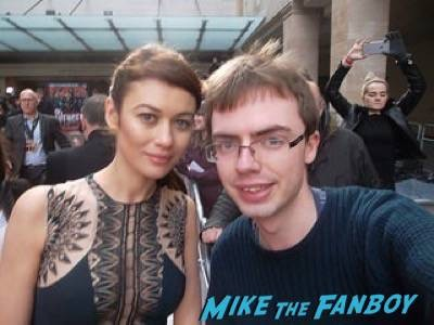 Olga Kurylenko Empire Awards Red Carpet Signing autographs henry Cavill simon pegg 41