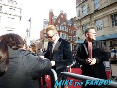 simon pegg Empire Awards Red Carpet Signing autographs henry Cavill simon pegg 31