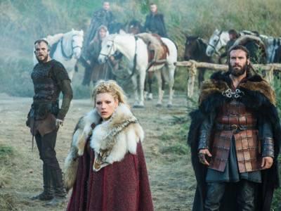 Travis Fimmel as Ragnar vikings season 3 episode 9 Lagertha (Katheryn Winnick)
