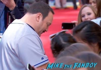 Paul Blart mall cop 2 movie premiere kevin james signing autographs 9
