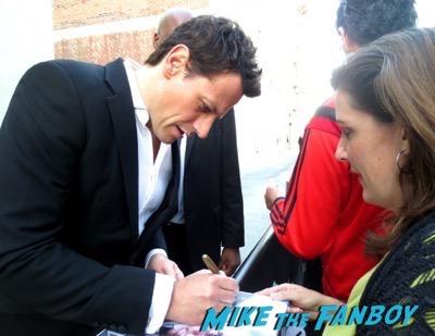 Ioan Gruffudd signing autographs jimmy kimmel live 2015 3