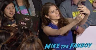 Pitch Perfect 2 movie premiere anna kendrick selfie 3