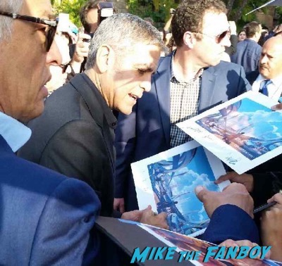 george clooney signing autographs Tomorrowland premiere george clooney signing autographs 2