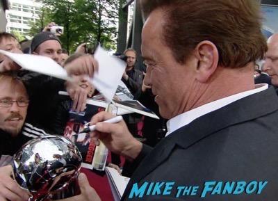Terminator Genisys Berlin Premiere Arnold Schwarzenegger signing autographs 17