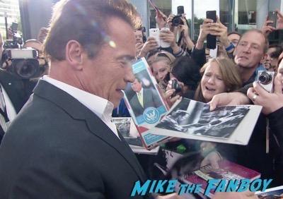 Terminator Genisys Berlin Premiere Arnold Schwarzenegger signing autographs 2