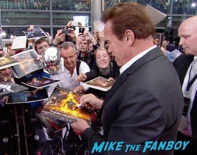 Terminator Genisys Berlin Premiere Arnold Schwarzenegger signing autographs 20