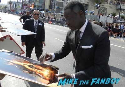Dayo Okeniyi signing autographs Terminator: Genisys los angeles premiere arnold schwarzenegger signing autographs 11
