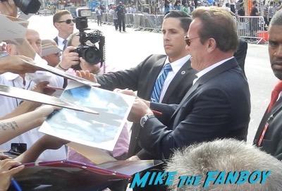 arnold schwarzenegger signing autographs Terminator: Genisys los angeles premiere arnold schwarzenegger signing autographs 16Terminator: Genisys los angeles premiere arnold schwarzenegger signing autographs 17