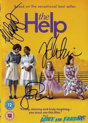 alyson janney spy london premiere melissa mccarthy signing autographs 18