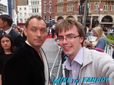 jude law signing autographs spy london premiere melissa mccarthy signing autographs 8