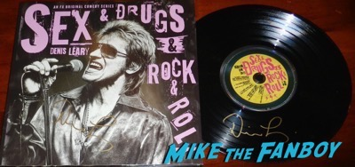 Denis Leary signed autograph  Sex&Drugs&Rock&Roll press kit vinyl Denis Leary signed autograph  Sex&Drugs&Rock&Roll press kit vinyl