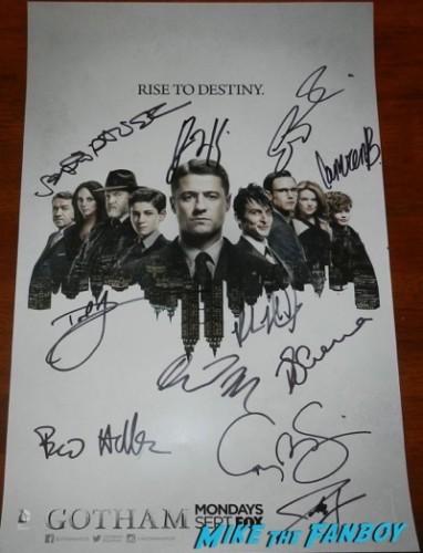 Gotham cast signed poster sdcc 2015 autographGotham cast signed poster sdcc 2015 autograph
