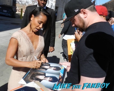 Jada Pinkett Smith signing autographs jimmy kimmel live 2015 4