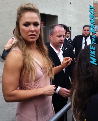 Ronda Rousey signing autograph jimmy kimmel live 2015 1