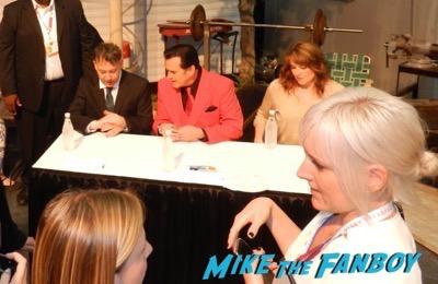 ash vs the evil dead autograph signing comic con bruce campbell 2