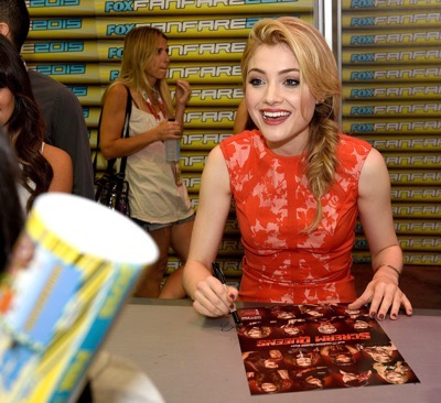 FOX FANFARE AT SAN DIEGO COMIC-CON © 2015: L-R: SCREAM QUEENS cast members Lea Michele, Billie Lourd, Keke Palmer, Jamie Lee Curtis, Skyler Samuels, Abigail Breslin and Emma Roberts during the SCREAM QUEENS booth signing on Sunday, July 12 at the FOX FANFARE AT SAN DIEGO COMIC-CON © 2015. CR: Alan Hess/FOX © 2015 FOX BROADCASTING.