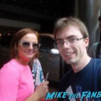 Amy Poehler signing autographs fan photo 5