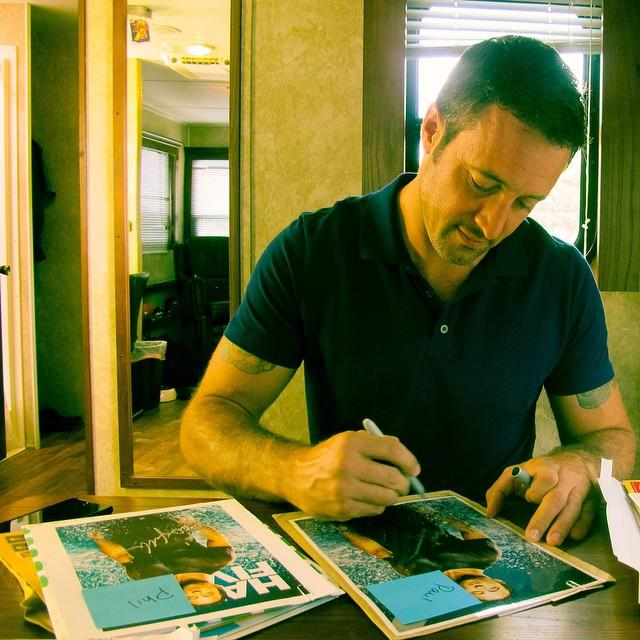 Alex O Loughlin signing autographs fanmail