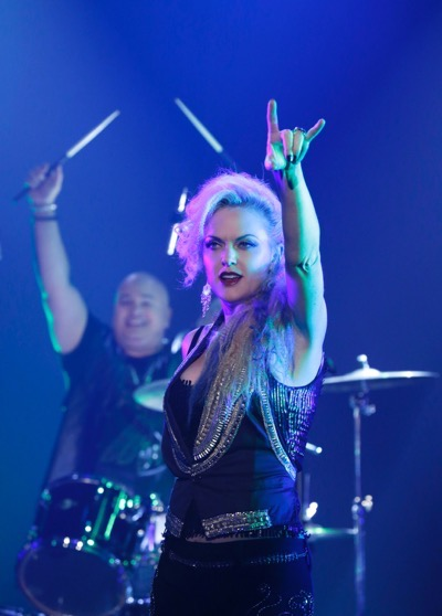 """Sex&Drugs&Rock&Roll - """"What You Like Is In The Limo"""" -- Ep 104 (Airs Thursday, August 6, 10:00 pm e/p) -- Pictured: (l-r) Robert Kelly as Bam Bam, Elaine Hendrix as Ava."""