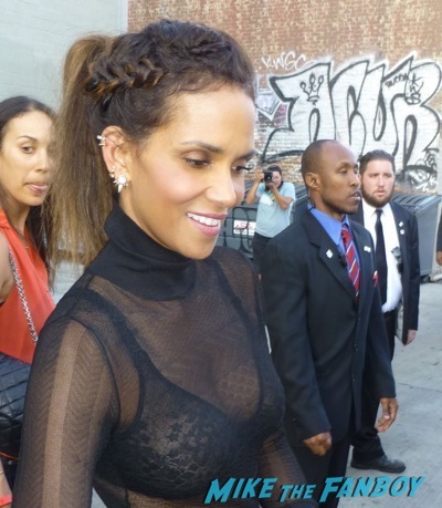 Halle Berry signing autographs jimmy kimmel live 2015 1