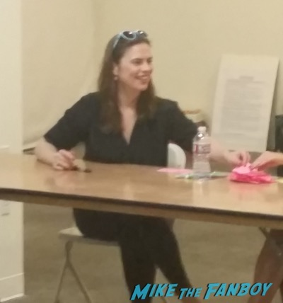 Hayley Atwell signing autograph Los Angeles Comic Book Convention 2015 agent carter3