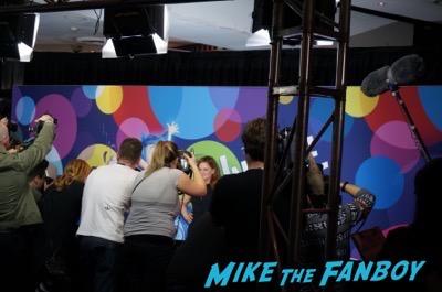 Inside out premiere australia amy poehler signing autographs 2Inside out premiere australia amy poehler signing autographs 2