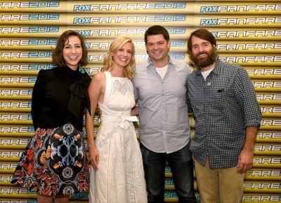 Last Man On Earth Cast Signing SDCC 2015 Will Forte January Jones 11