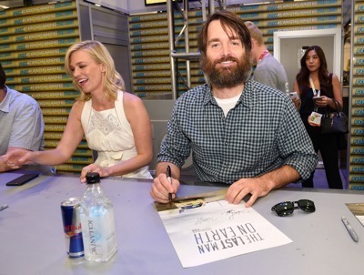 Last Man On Earth Cast Signing SDCC 2015 Will Forte January Jones 3