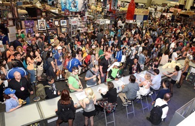 Last Man On Earth Cast Signing SDCC 2015 Will Forte January Jones 6