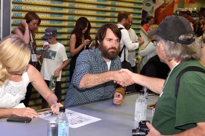 Last Man On Earth Cast Signing SDCC 2015 Will Forte January Jones 7