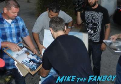 Matt damon signing autographs los angeles magazine1