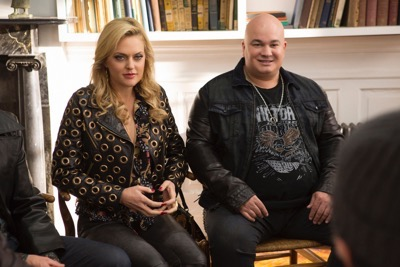 """Sex&Drugs&Rock&Roll - """"Doctor Doctor"""" -- Ep 105 (Airs Thursday, August 13, 10:00 pm e/p) -- Pictured: (l-r) Elaine Hendrix as Ava, Robert Kelly as Bam Bam."""