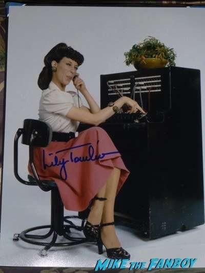 lily tomlin Ernestine signed autograph photo