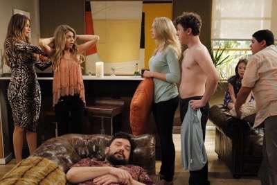 Modern-Family-Grill-Interrupted-Season-6-Episode-19-05 2 modern-family season 6 cast photo