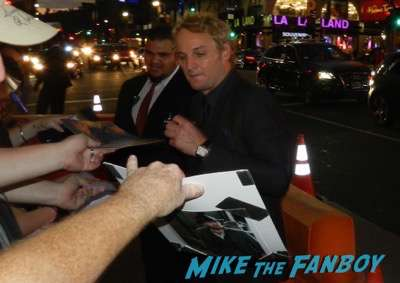 jason clarke Everest movie premiere Jake Gyllenhaal dissing fans josh brolin signing autographs 13