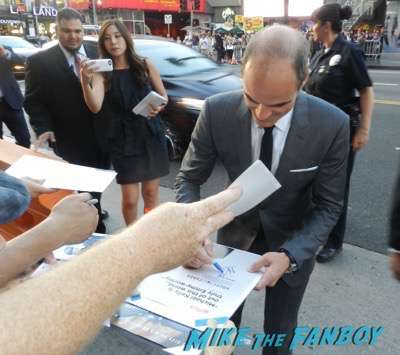 Michael Kelly Everest movie premiere Jake Gyllenhaal dissing fans josh brolin signing autographs 5
