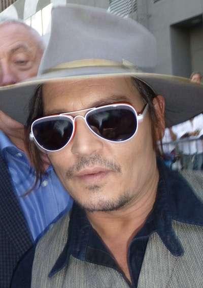 Johnny Depp signing autographs jimmy kimmel live 2015 2