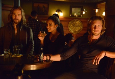 "SLEEPY HOLLOW: Ichabod (Tom Mison, L), Jenny (Lyndie Greenwood, C) and Nick (guest star Matt Barr) watch Abbie perform karaoke in the ""Kali Yuga"" episode of SLEEPY HOLLOW airing Monday, Jan. 26 (9:00-10:00 PM ET/PT) on FOX. ©2014 Fox Broadcasting Co. CR: Brownie Harris/FOX"