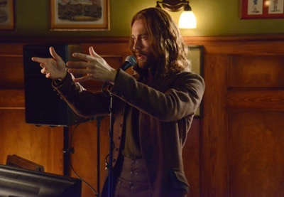 "SLEEPY HOLLOW: Ichabod (Tom Mison) does karaoke in the ""Kali Yuga"" episode of SLEEPY HOLLOW airing Monday, Jan. 26 (9:00-10:00 PM ET/PT) on FOX. ©2014 Fox Broadcasting Co. CR: Brownie Harris/FOX"