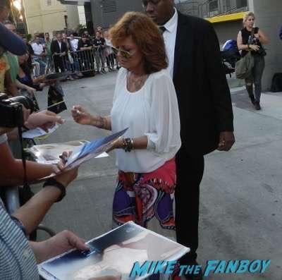 Susan Sarandon Signing autographs jimmy kimmel live 2015 1