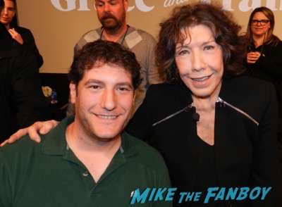 lily tomlin selfie fan photo signing autographs 2015